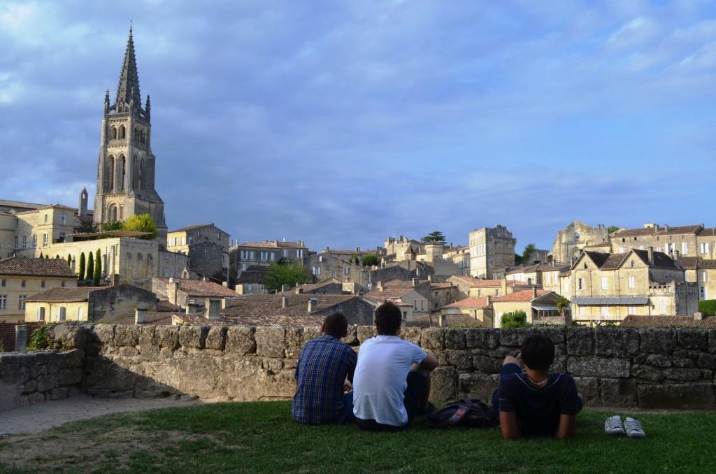 Saint Émilion v plnej kráse s dominujúcou zvonicou Clocher de l'église monolithe